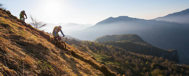 Auf schmalen Pfaden durch die Alpen