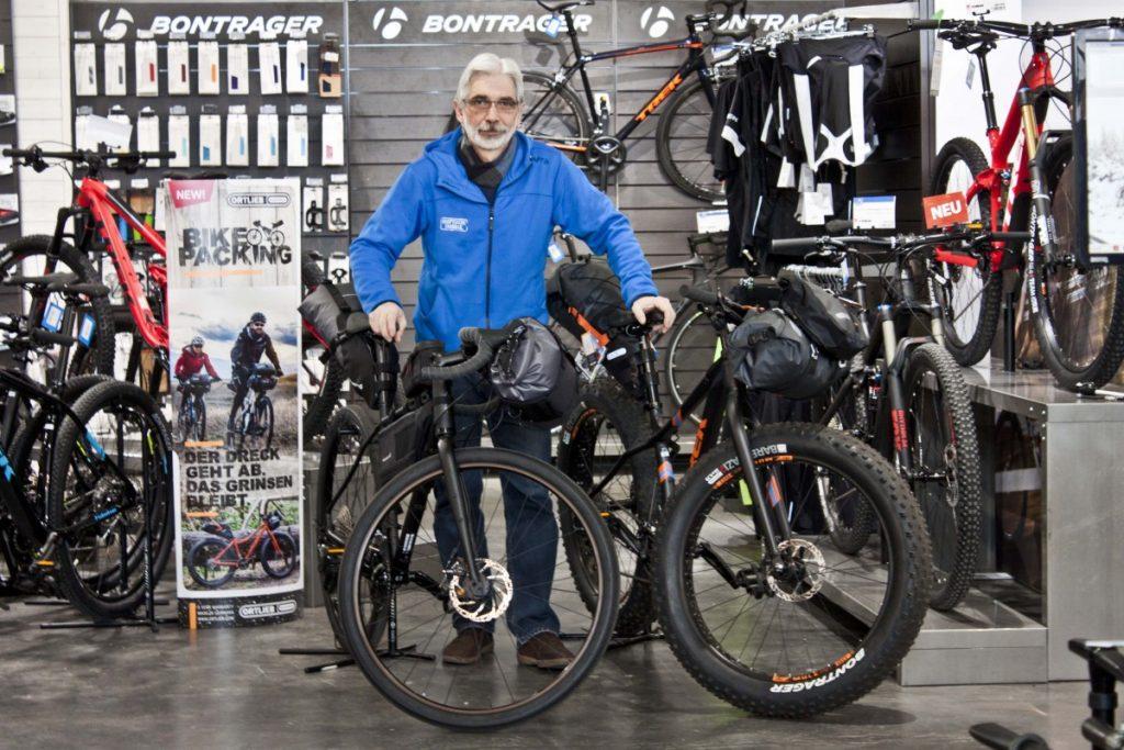 Martin voll im Thema Bikepacking
