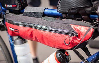Bikepacking-Taschen von Revelate und Salsa im Test